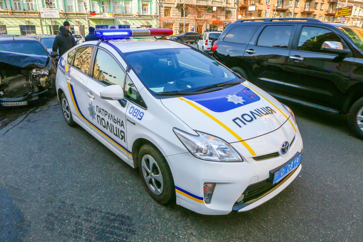 Chevrolet Aveo службы такси Uklon врезался в Mazda 6