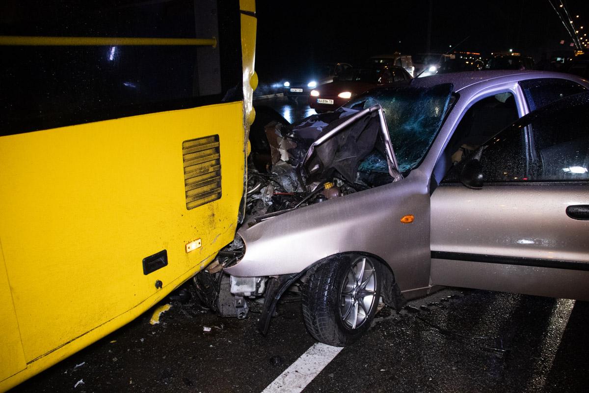 Удар был такой силы, что передняя часть машины была почти полностью разрушена
