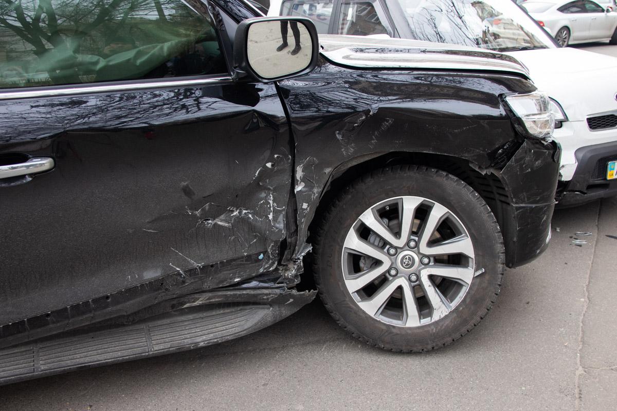 По словам очевидцев, Land Cruiser ехал на красный сигнал светофора