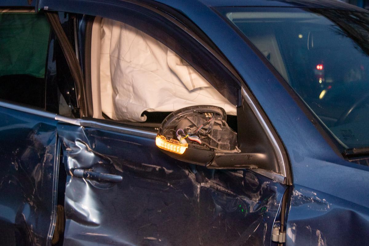 В результате аварии травмы получили водитель и пассажир Volkswagen