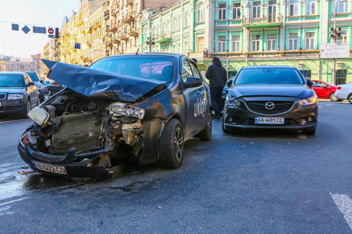 В Киеве на пересечении улиц Большая Васильковская и Павла Скоропадского произошла авария