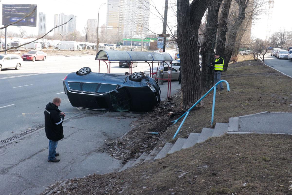 В Киеве на пересечении проспекта Науки и улицы Ракетной произошло серьезное ДТП