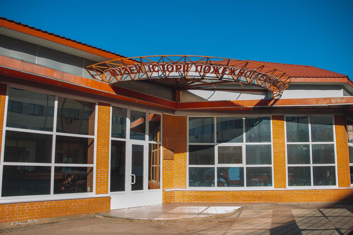 На территории части также находится музей техники