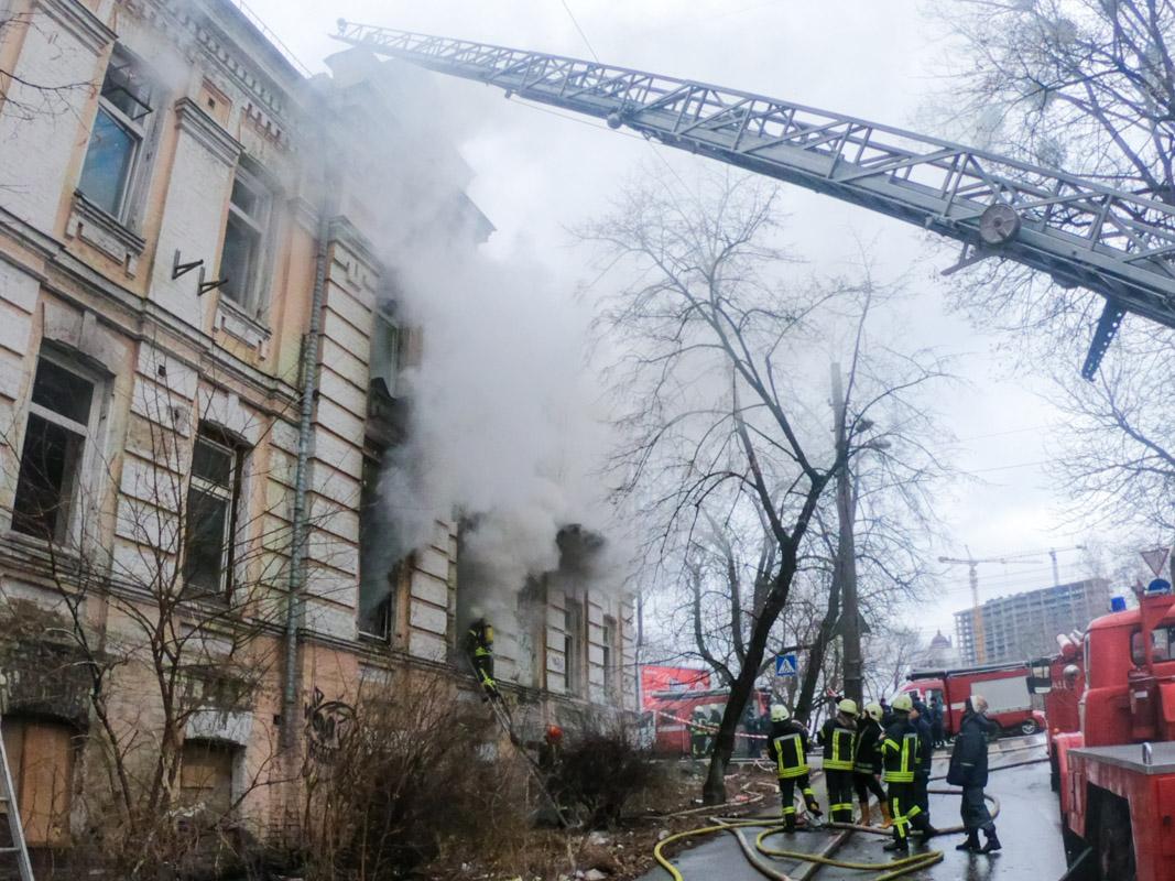 Пожар в заброшке начинался три раза подряд