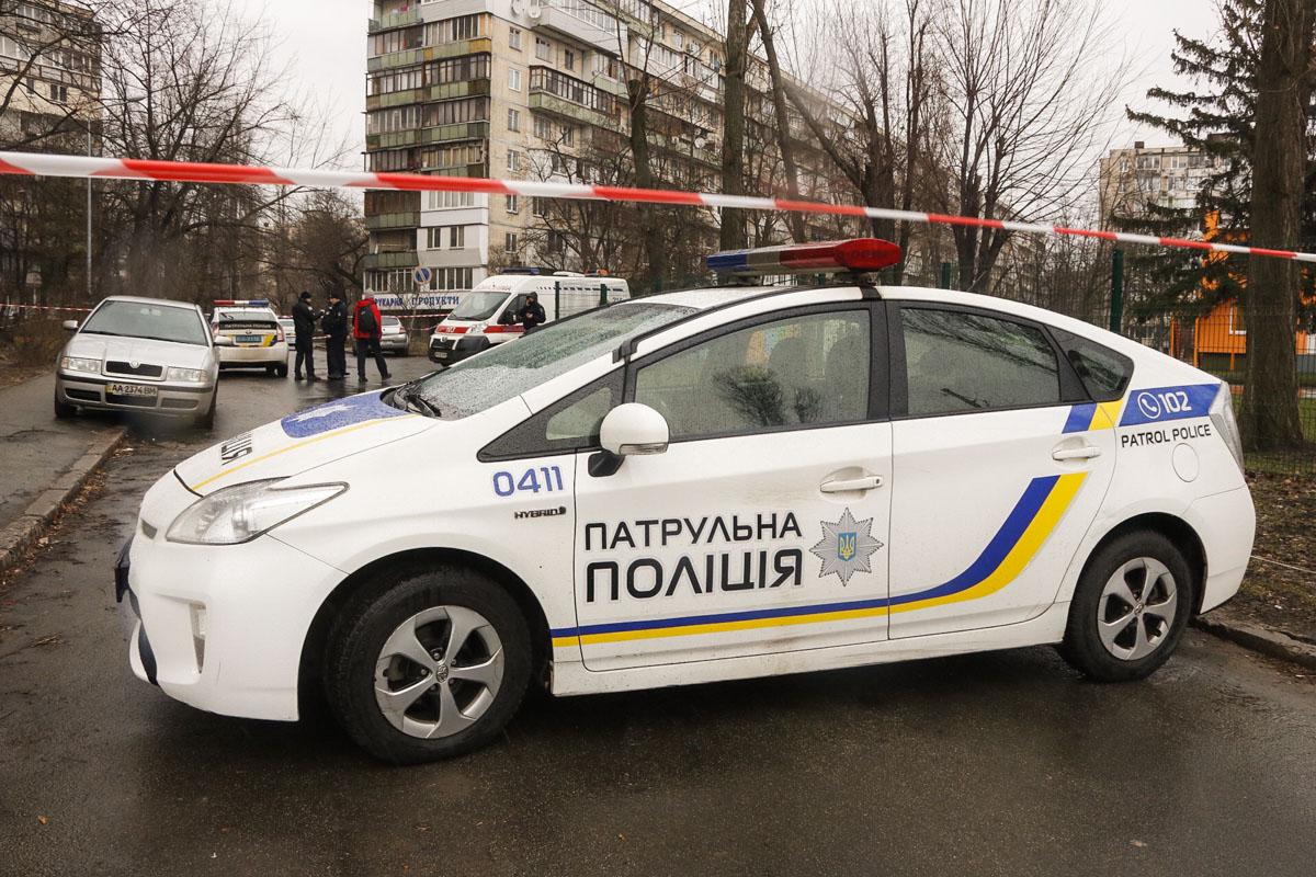 В Днепровском районе столицы мужчина в полицейской форме застрелил водителя Mercedes