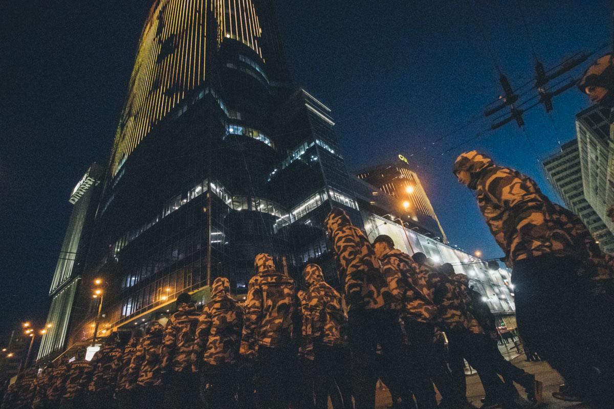 У Киевской крепости десятки новобранцев приняли в ряду Нацдружин и коллективно присягнули на верность Украине