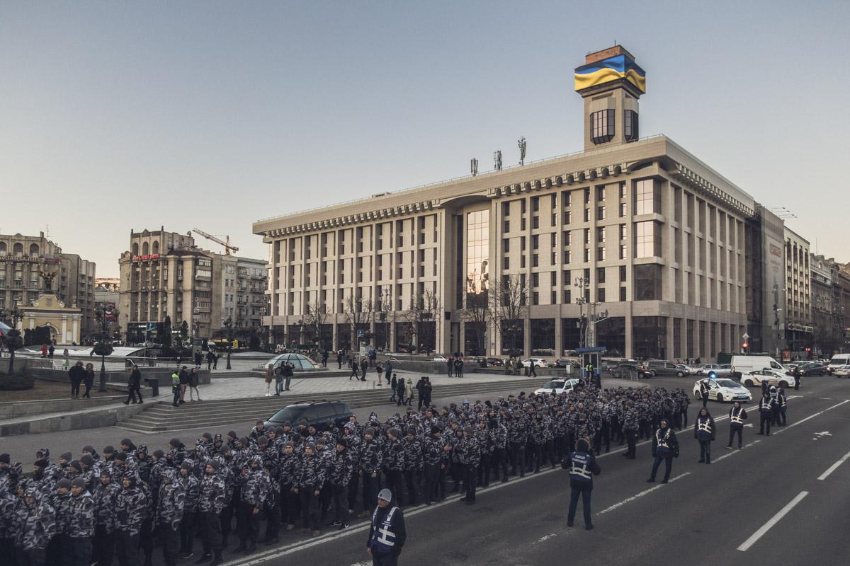 Участники марша выстроились в колону и двинули в сторону Киевской крепости