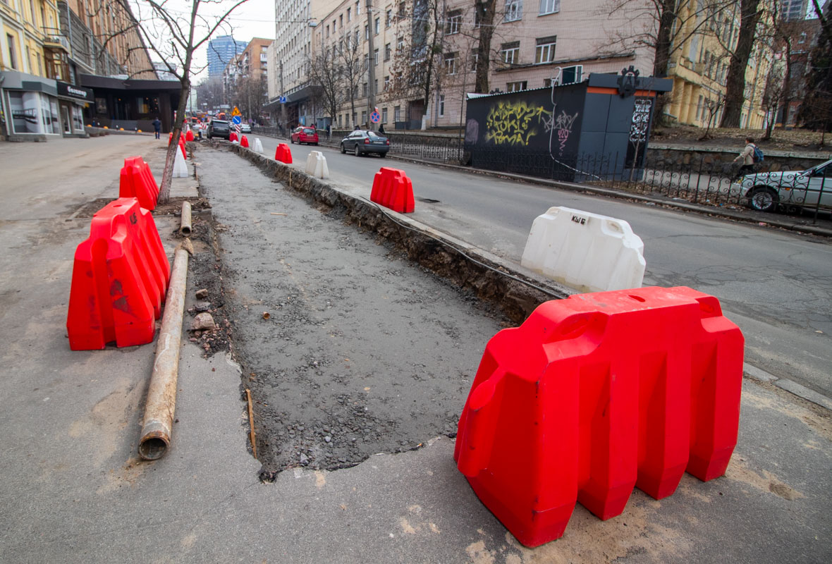 В ходе работ на улице появится новая схема двустороннего движения транспорта с разделительной линией