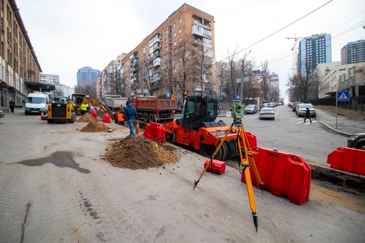 В первые дни марта на улице Ивана Федорова в Киеве начались ремонтные работы