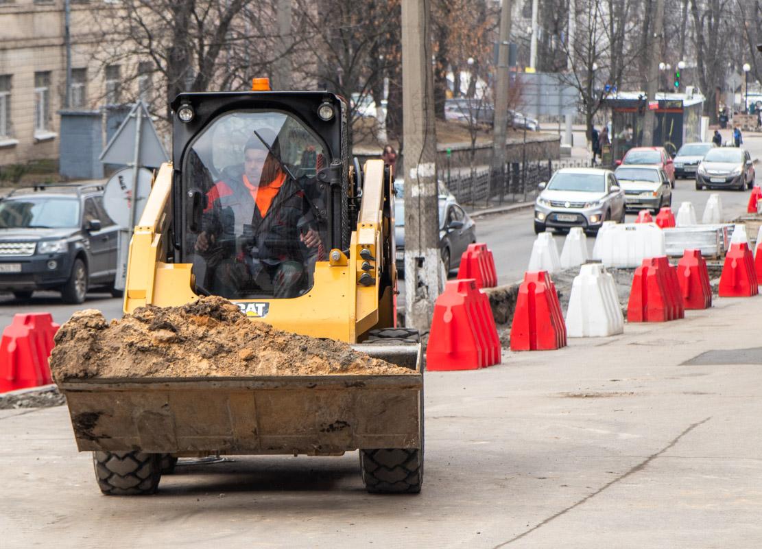Это не первая улица, на которой коммунальщики начинают ремонт в этом году