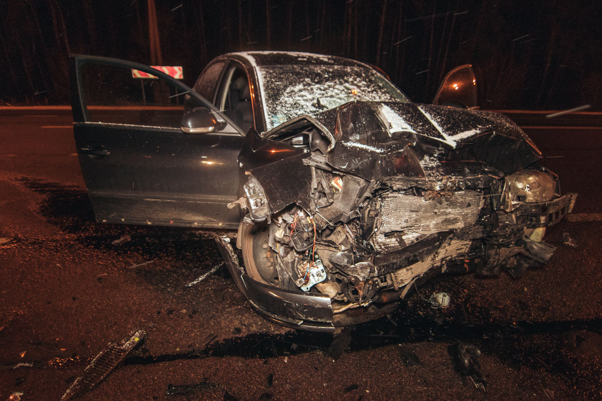 В результате столкновения Skoda получила значительные повреждения
