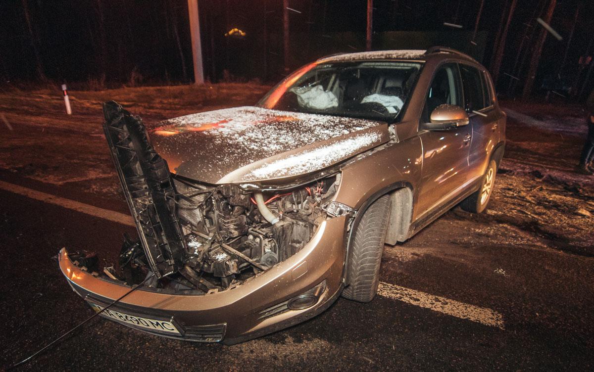 Volkswagen Tiguan попытался повернуть налево, не уступив Skoda дорогу