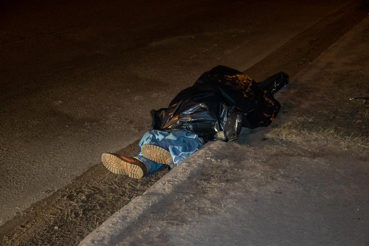 Свидетели оперативно вызвали полицию и медиков, однако шансов выжить у пешехода практически не было
