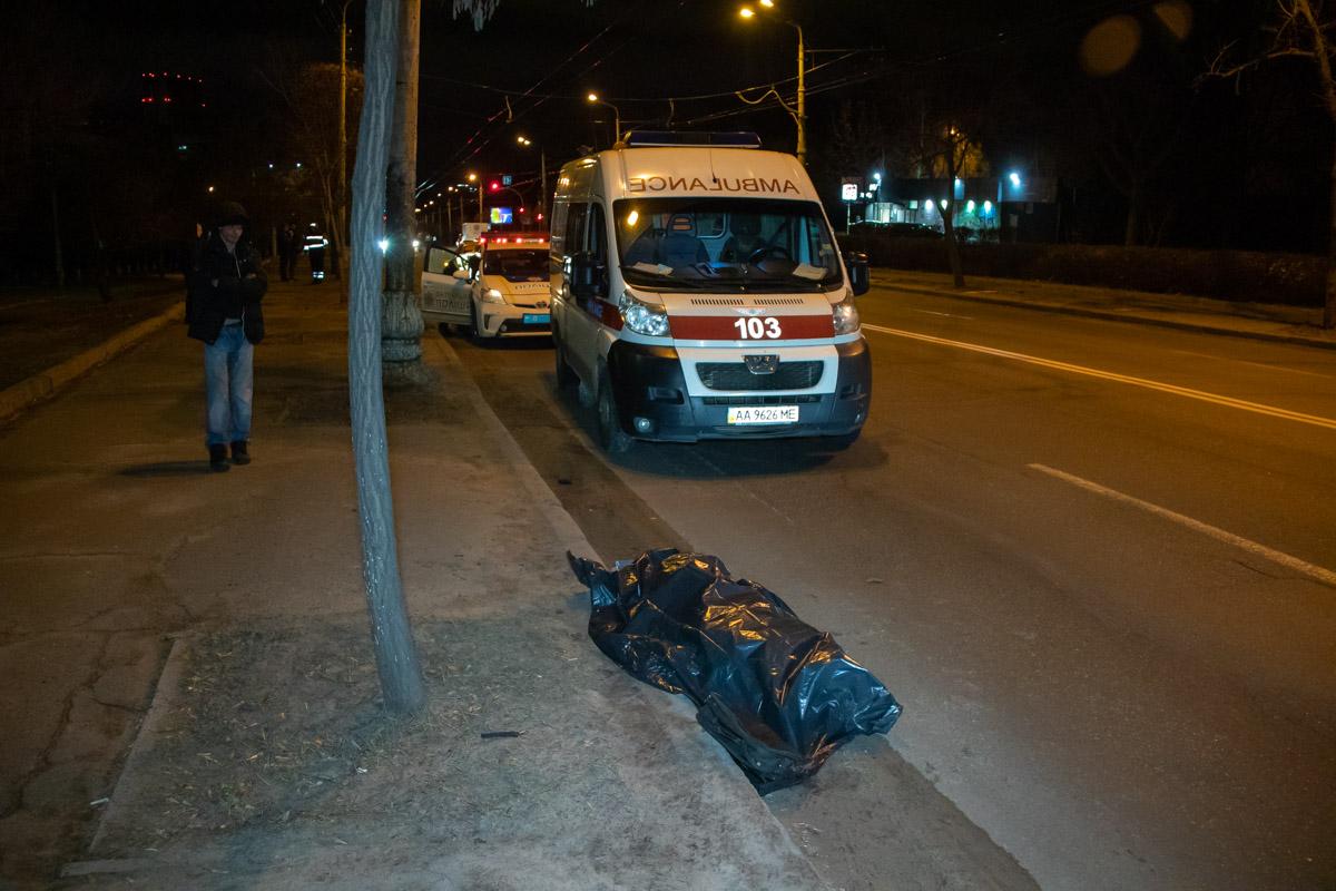 В Киеве на Голосеевском проспекте Kia Cerato сбила пешехода на перекрестке