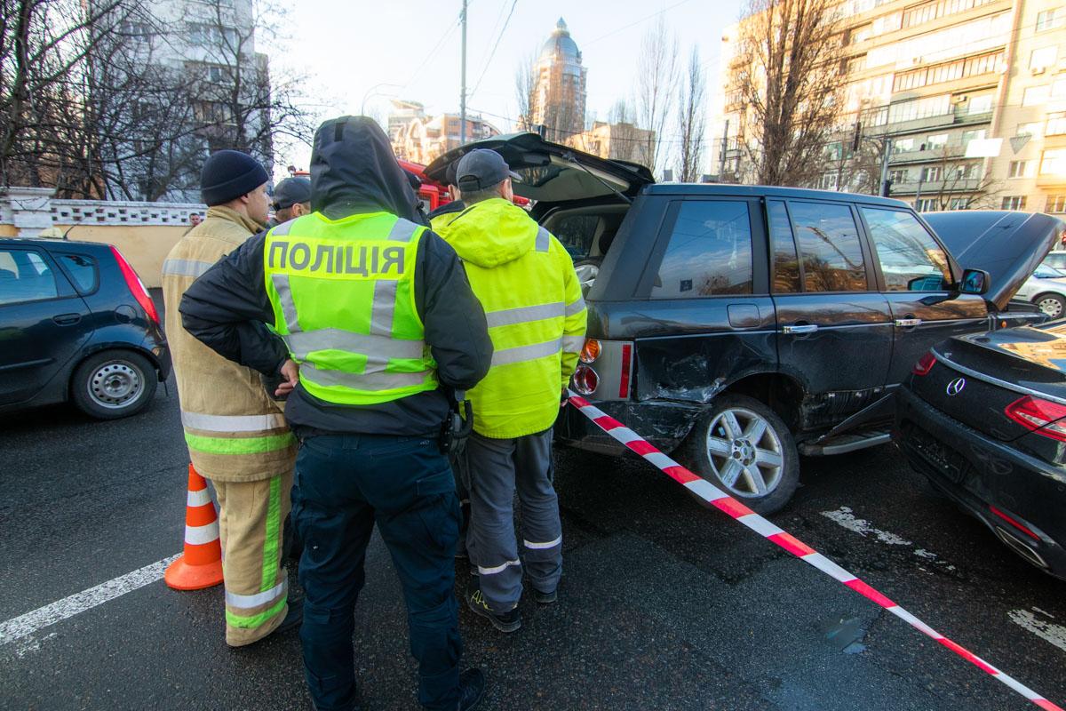 Аварийные службы ликвидировали утечку газа Range Rover