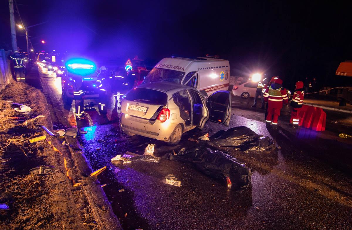В результате аварии погибли две женщины и мужчина