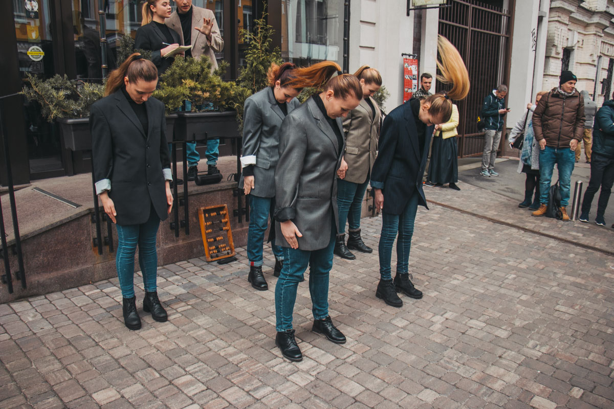 На открытие скульптурки устроили настоящее театральное представление