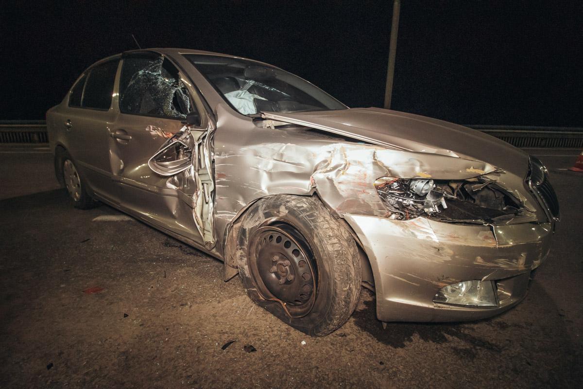 В Киеве на Северном мосту произошло ДТП с участием автомобиля Skoda