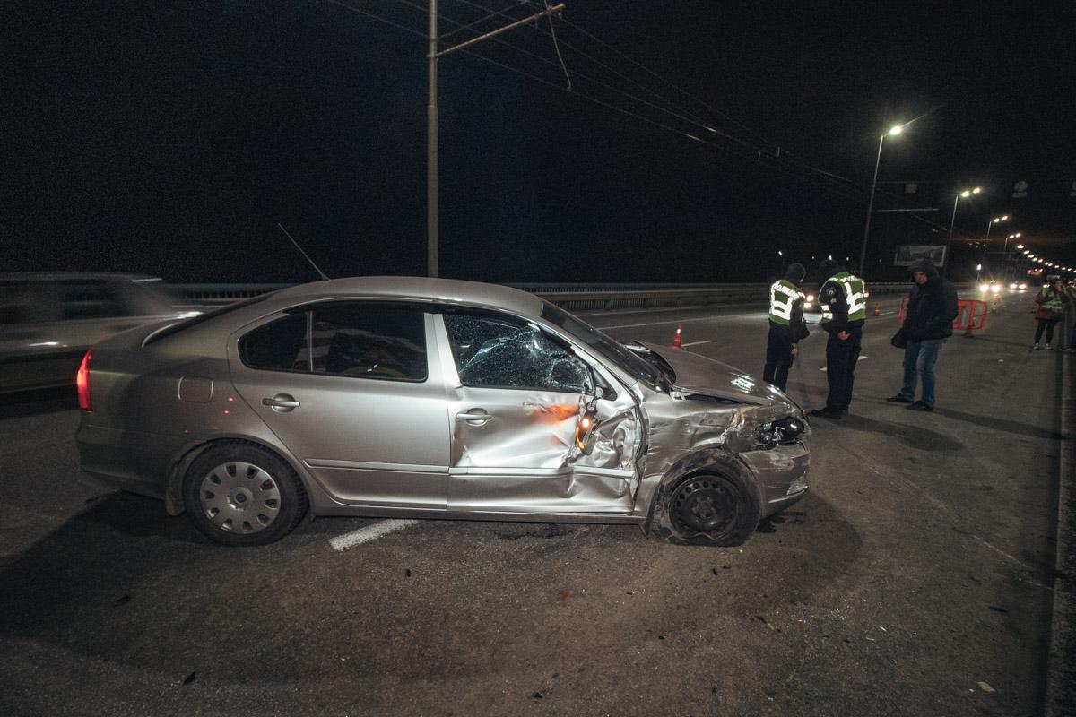 В результате ДТП у автомобиля повредилась передняя дверь с пассажирской стороны, а также бампер и фара