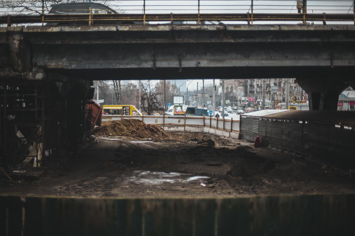 На Шулявском мосту продолжаются приготовления к сносу