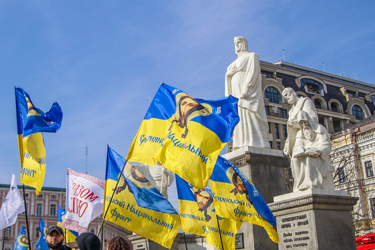 8 марта в Киеве на Михайловской площади начался антимитинг против феминизма