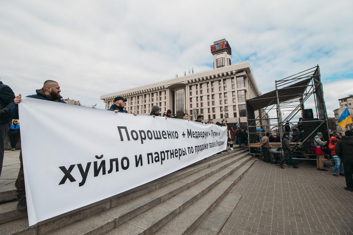 Активисты приготовили множество баннеров с различными лозунгами