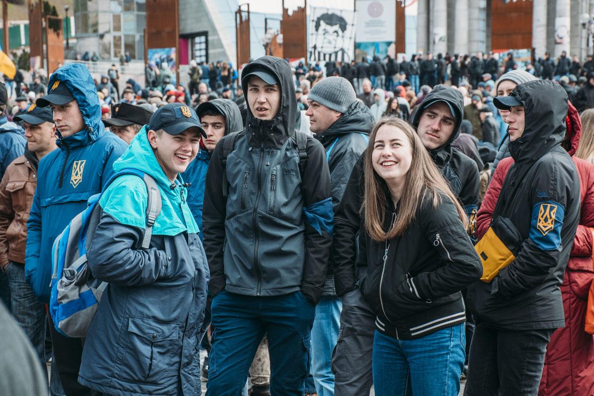 На акцию также пришло большое количество подростков