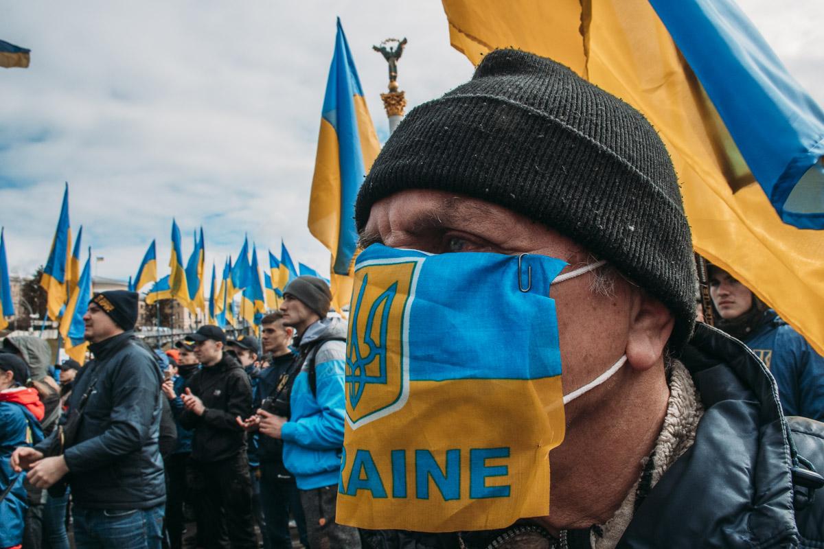Люди прошли от Майдана через Грушевского до Банковой