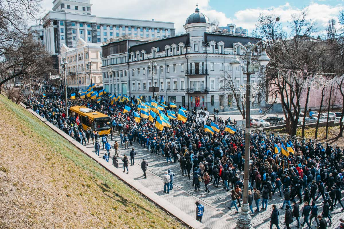 Родственникам погибших удалось попасть в Администрацию, чтобы передать Президенту документы по делу Свинарчука
