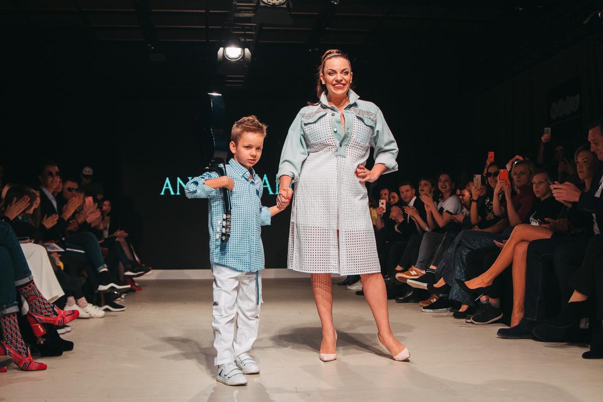 НаташаХолоденкос сыном Илларионом продемонстрировали модные луки