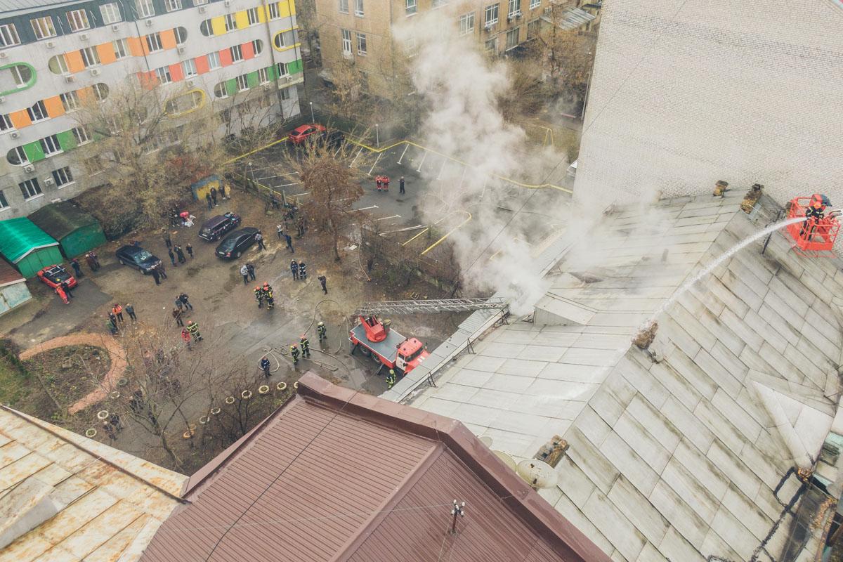 По состоянию на 14:07 пожар полностью ликвидировали, пострадавших нет.