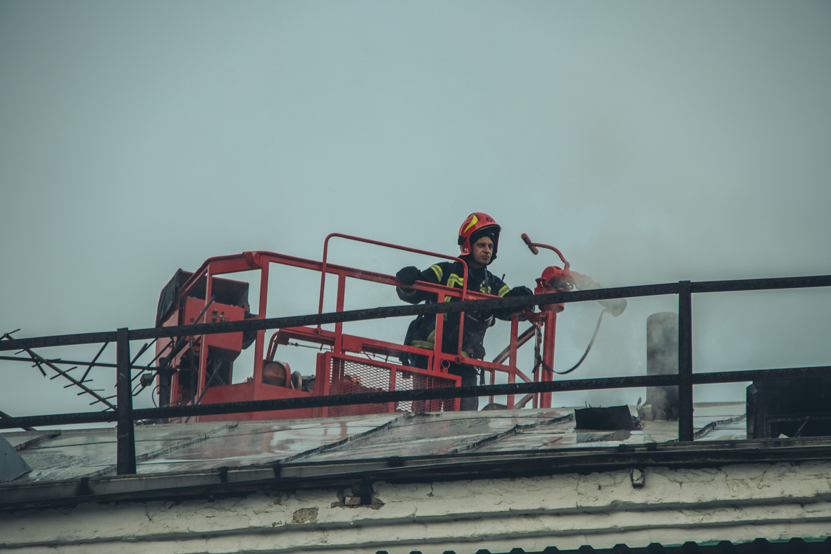 По предварительной информации, во время ликвидации были затоплены несколько квартир