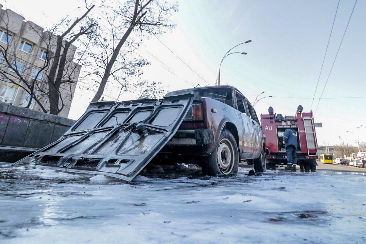 Водитель и пассажир сбежали с места происшествия
