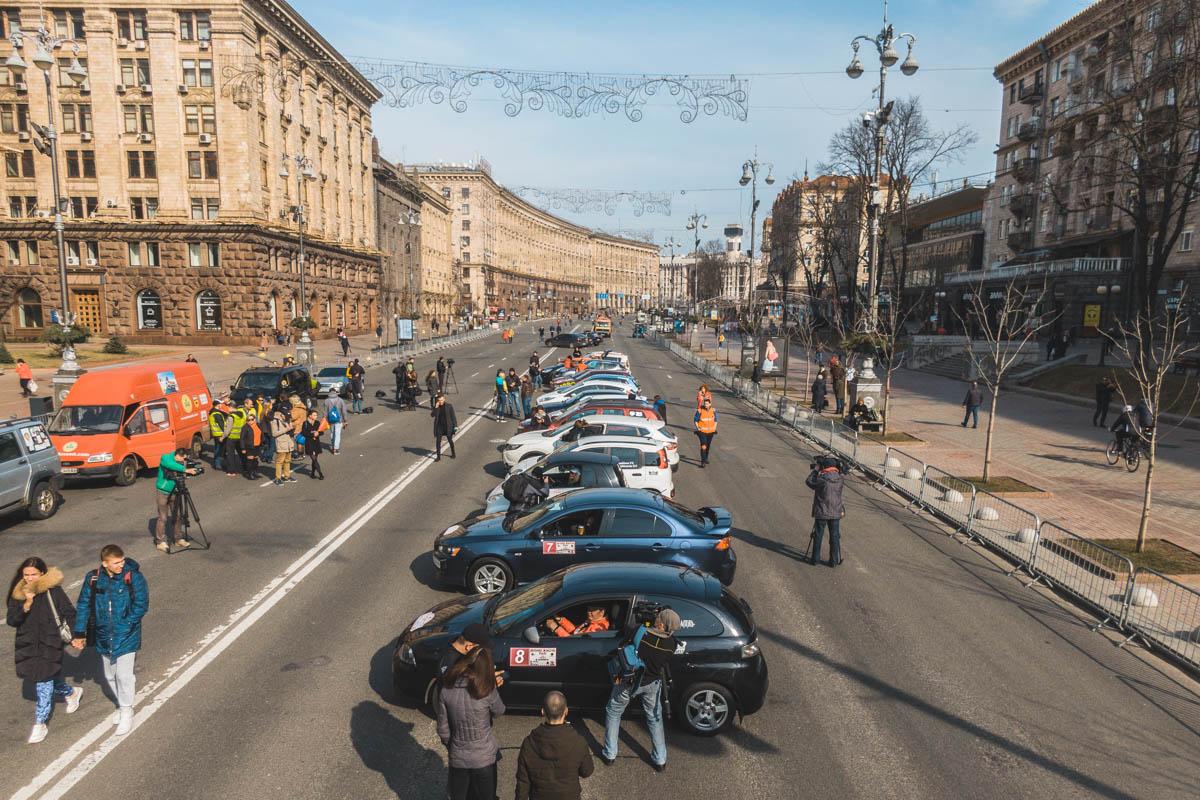 По случаю такого события перекрыли движение от улицы Богдана Хмельницкого до Прорезной