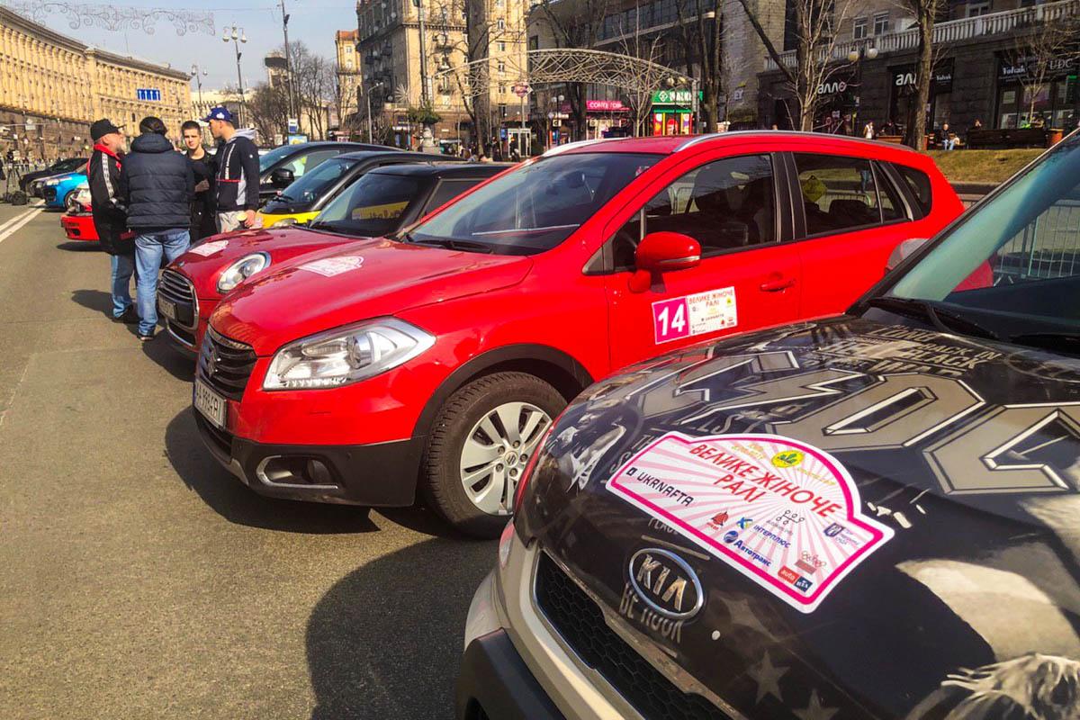 В соревнованиях принимают участие около 50 экипажей