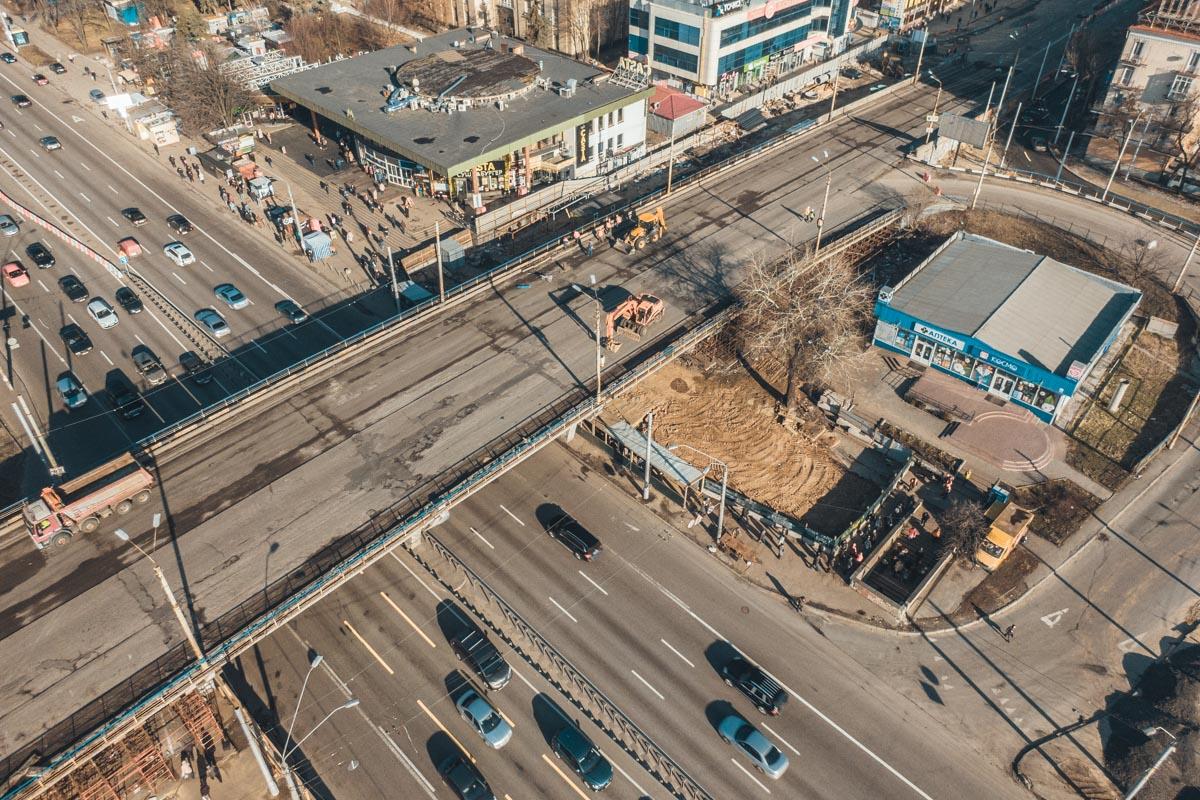 С 17 марта в Киеве на полную реконструкцию закрыли Шулявский мост