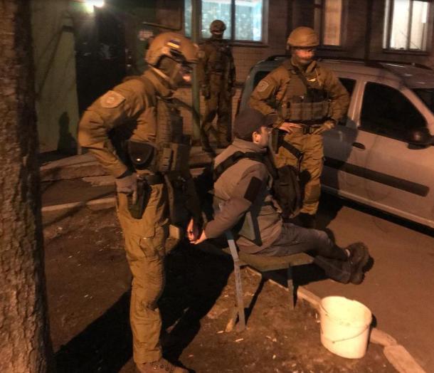Трое жителей Киеваустанавливали специальное оборудование на банкоматах в курортных городах и крали деньги со счетов