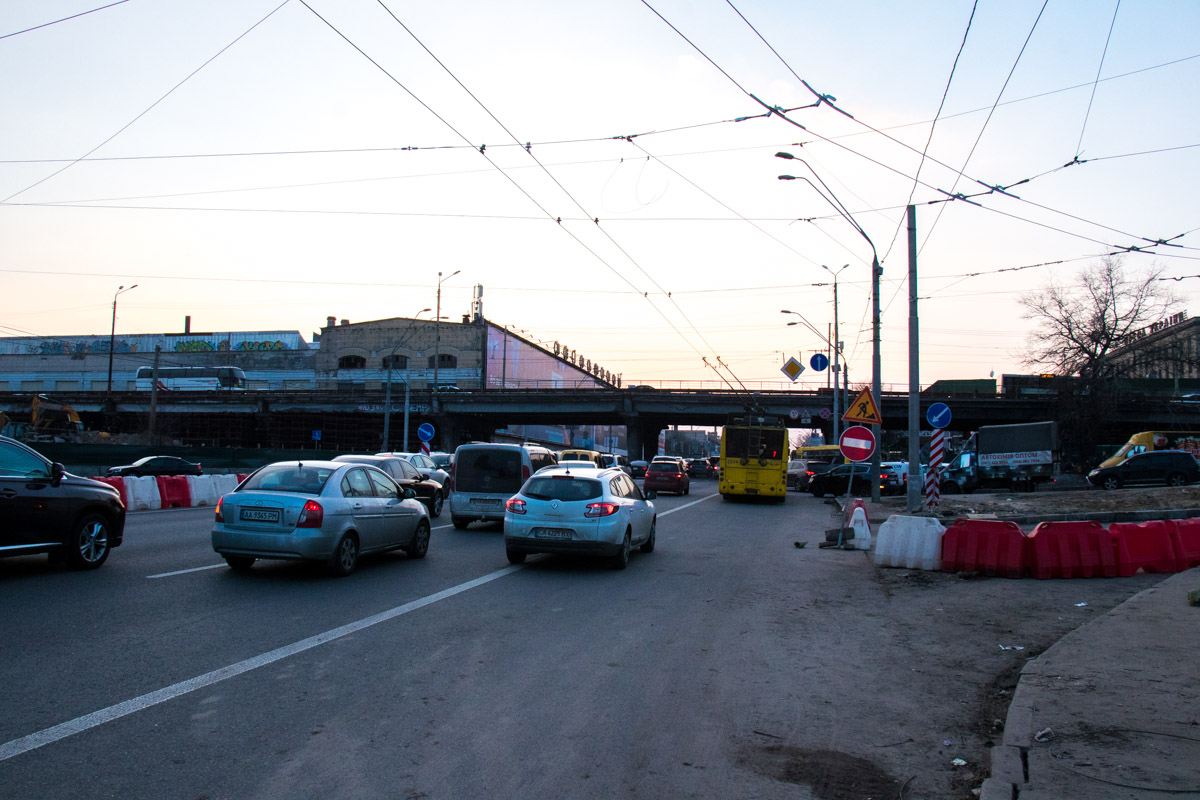 Впрочем, довольно быстро оказалось, что реконструкция не сможет полностью решить проблемы моста