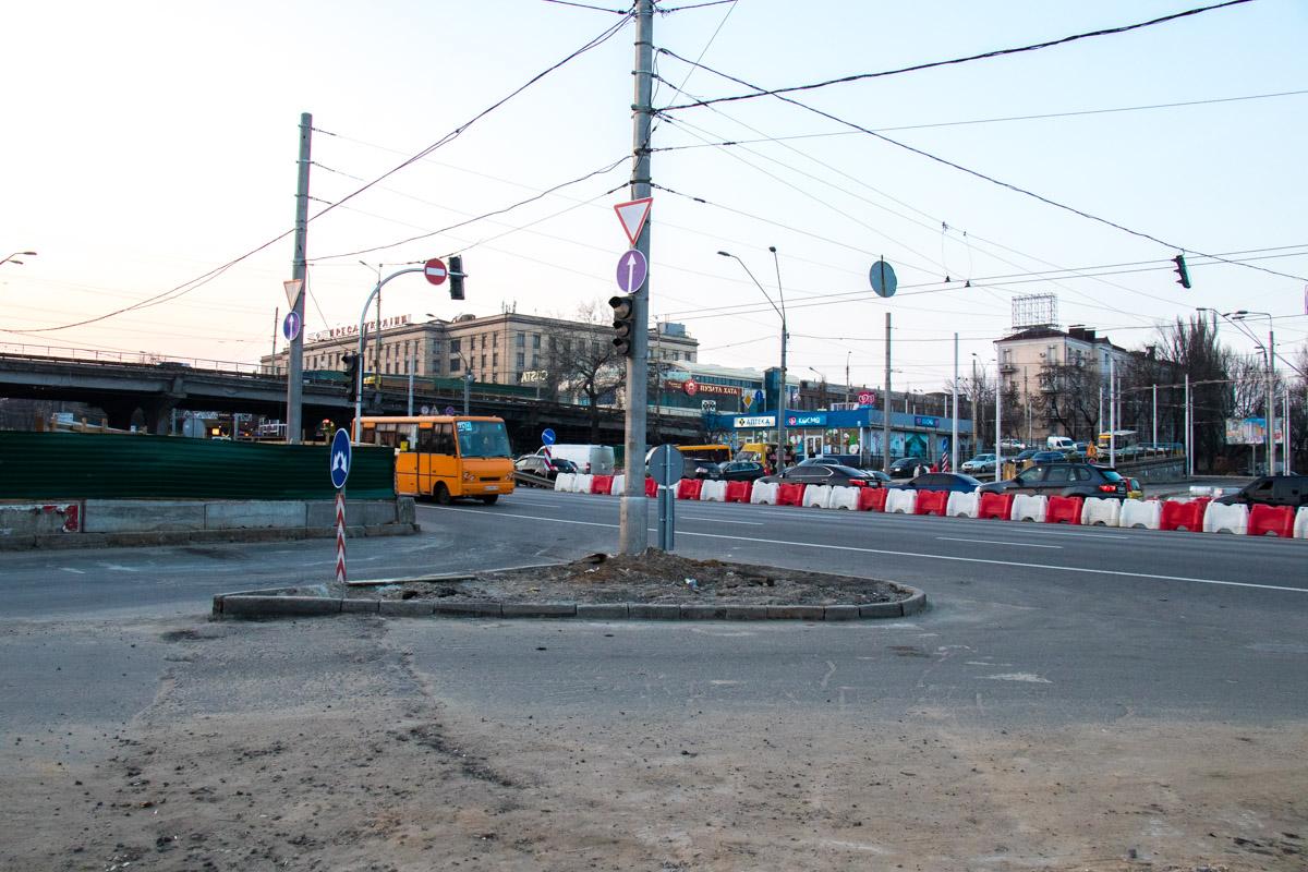 Вполне понятно, что весь общественный транспорт на период строительных работ также изменит свои маршруты