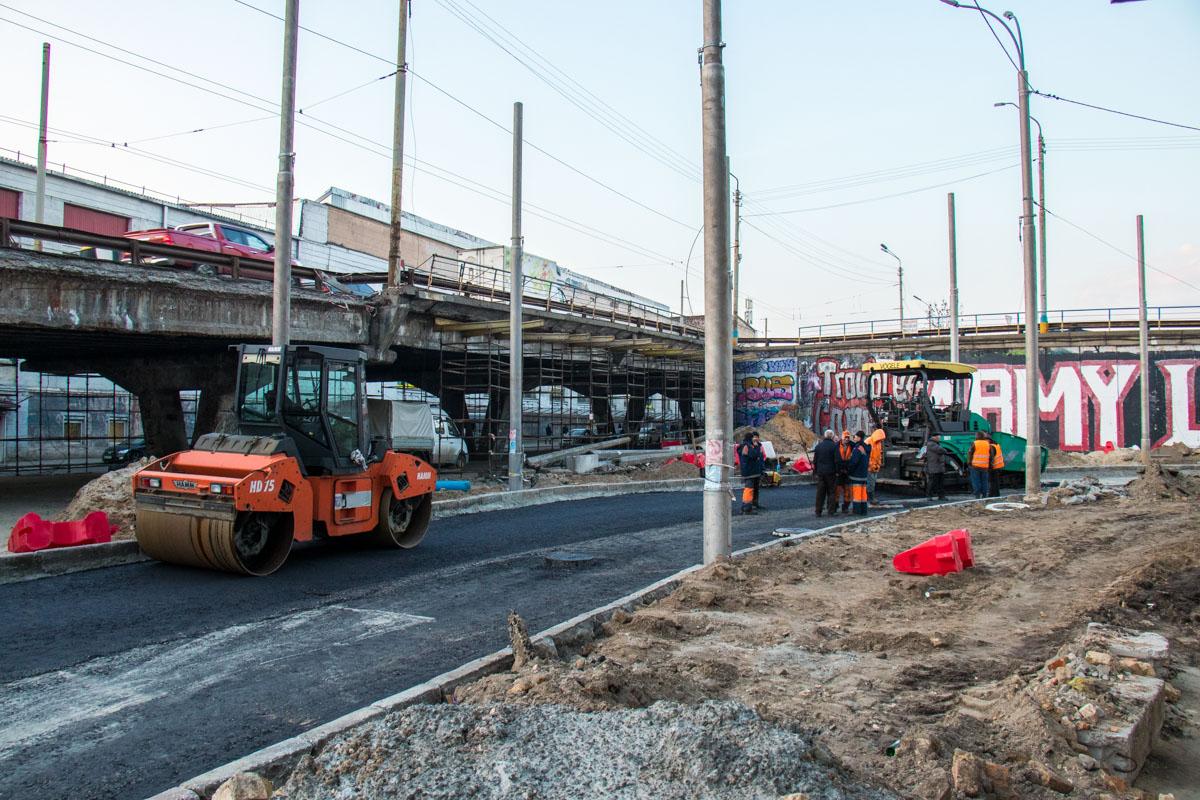 """Жителям Киева остается лишь запомнить """"уставший"""" мост и ожидать, когда на его месте появится обновленный"""