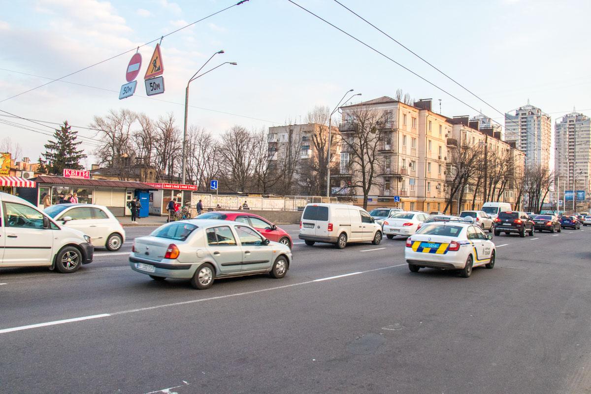 Меняли светофоры, дорожные знаки и разметку на период перекрытия Шулявского путепровода