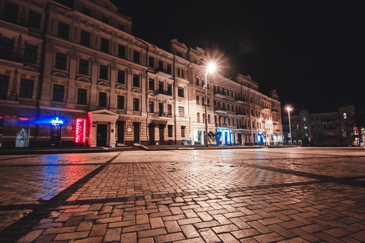 Софийская площадь ждет первых прохожих