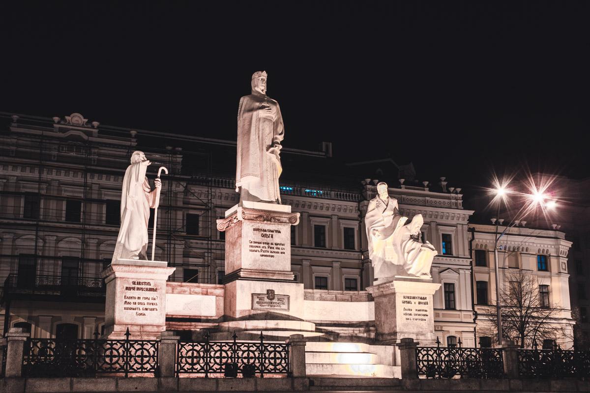 Величественный памятник княгине Ольге