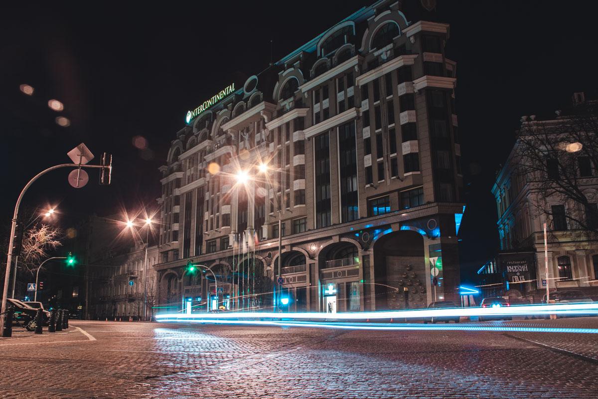 Эти улицы спят, но скоро они снова оживут под звуками городской суеты