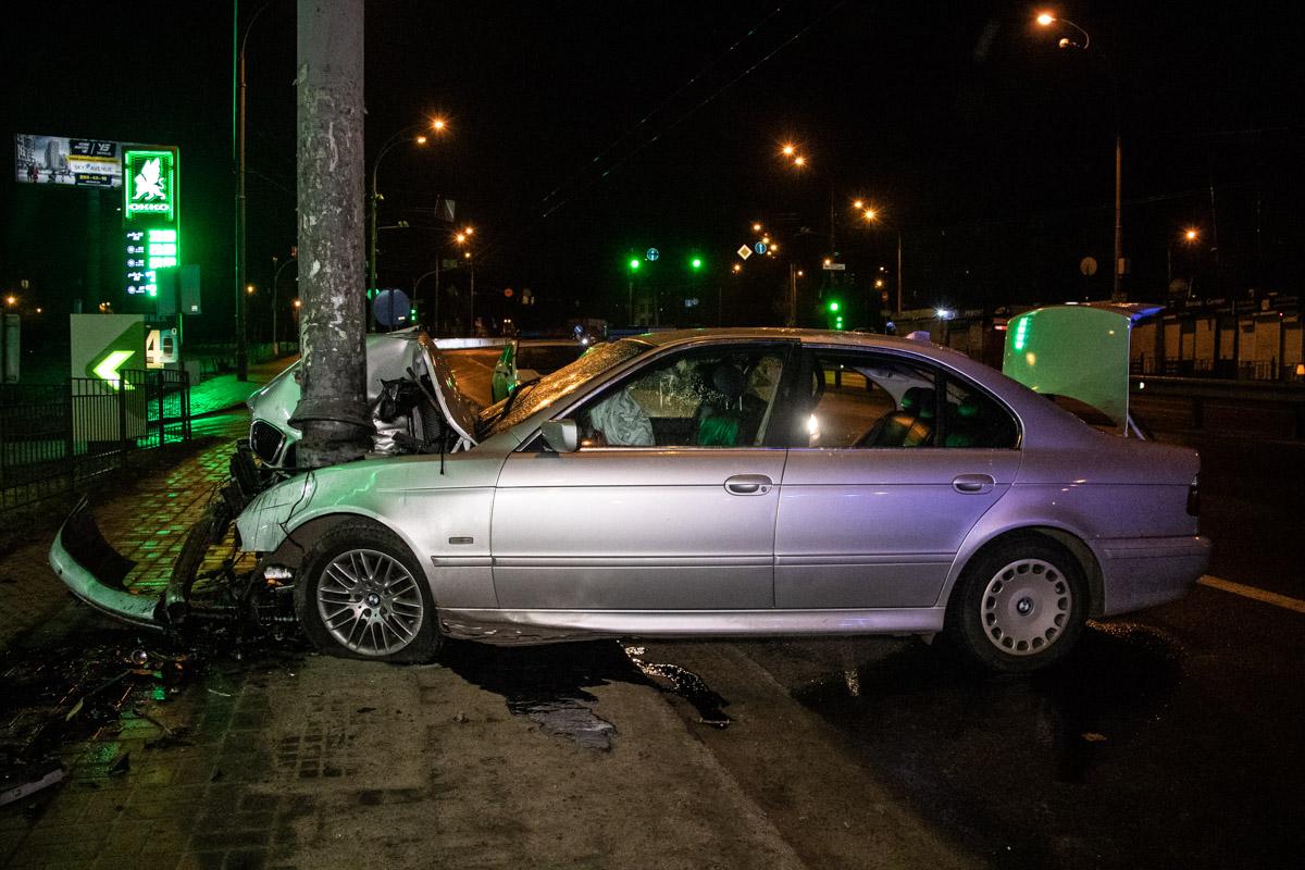 4 марта, в Киеве на Чоколовском бульваре произошла авария с участием автомобиля BMW 530D