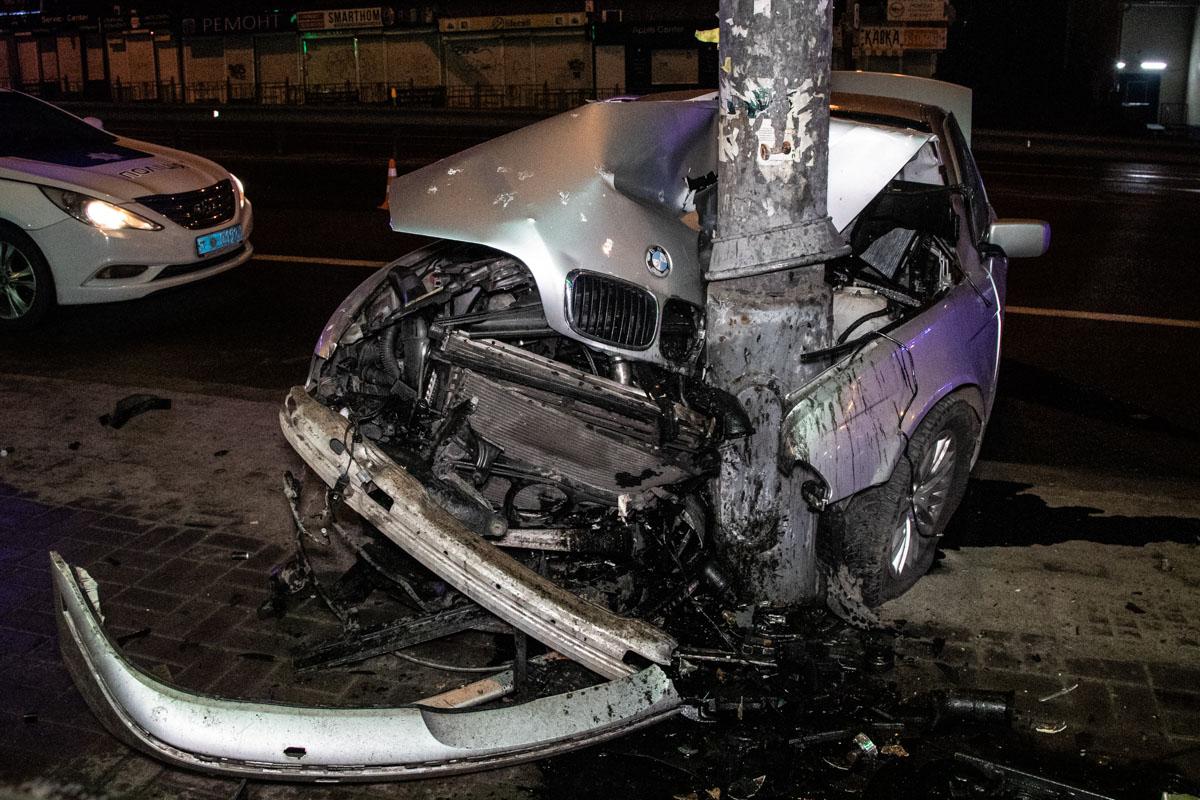 В результате аварии пострадали 4 человека.