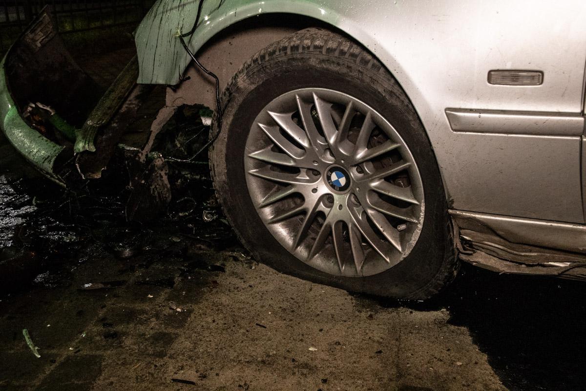 В результате аварии пострадали четыре человека в салонеBMW