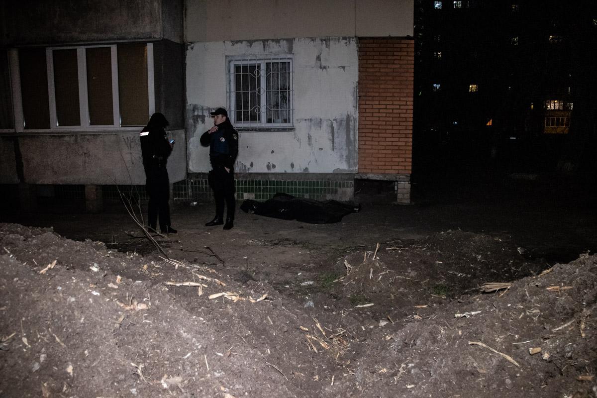 Из окна седьмого этажа жилого дома по адресу улица Покотило, 5а выбросилась 58-летняя женщина