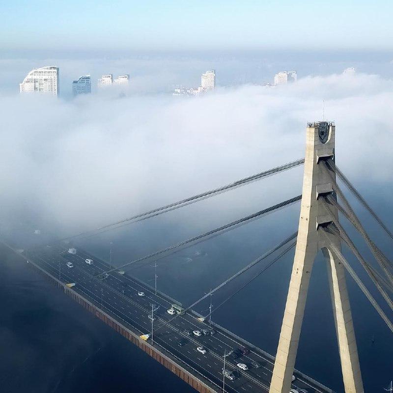Нет, это не Сан-Франциско, это наш любимый Киев. Фото: @flyua_kiev