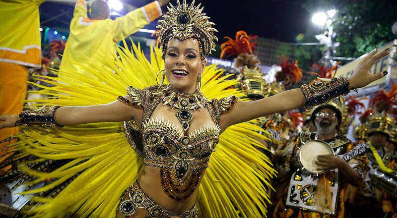 В Рио-де-Жанейро начался красочный карнавал